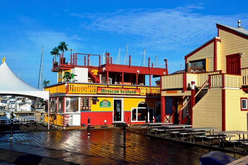 Hausboote und Shops in Victoria