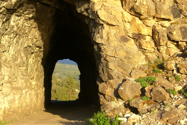 Kettle Valley Trail, Tunnel