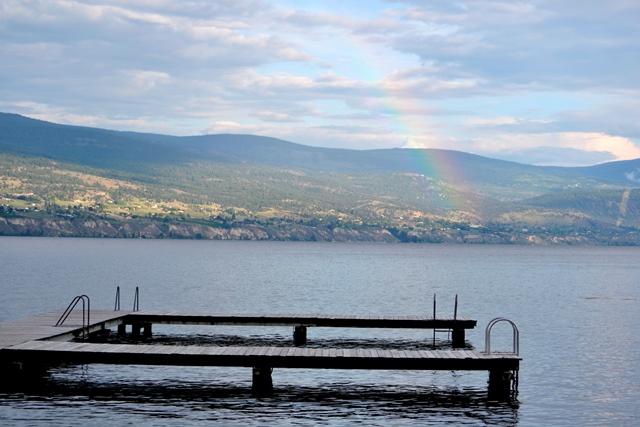 Regenbogen über dem Lake Okanagan